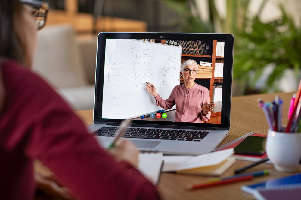 lady giving an online course