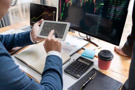 stockbrokers analyzing data