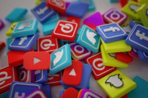 use your social media to find a job in dubai